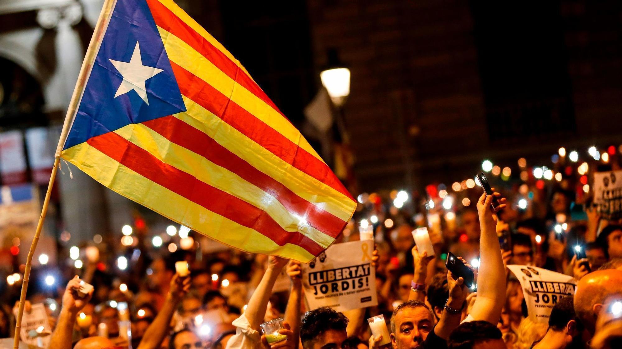 Spanyol Bubarkan Parlemen Catalonia