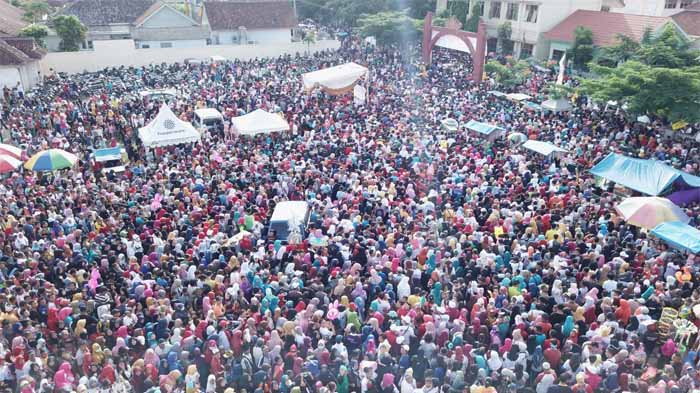 Jalan Sehat Arinal di Pringsewu Pecahkan Rekor Partisipasi Keikutsertaan Warga