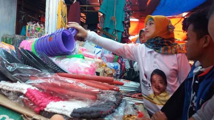 Nunik Sapa Pedagang Lampung Barat