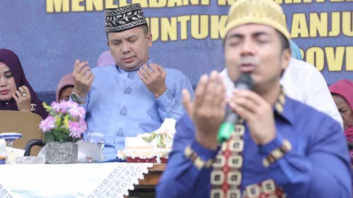 Ridho Ficardo dan Ustad Riza Saling Mendoakan di Tanjung Bintang