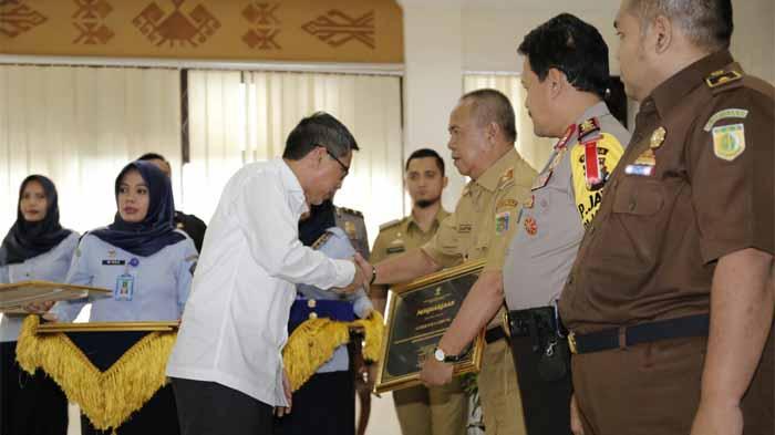 Gubernur Ridho Raih Penghargaan dari Kementerian Hukum dan HAM