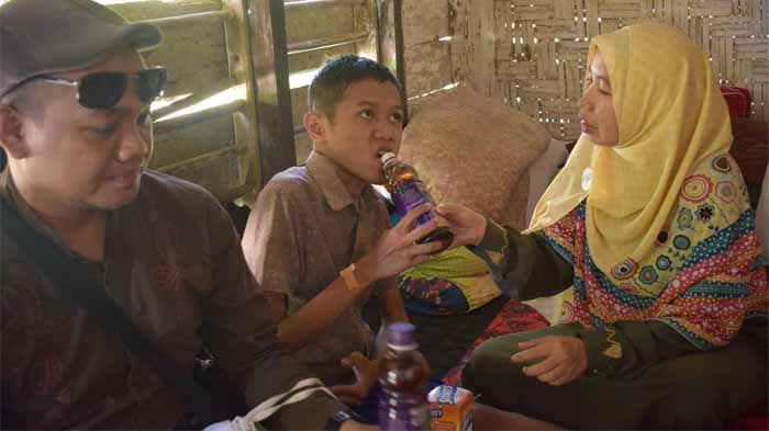 Bilal Minum Kurma Water