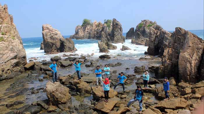 Pantai Gigi Hiu Spot Fotogenik Lampung Yang Harus Dikunjungi