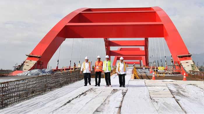 Presiden Tinjau Jembatan Holtekamp