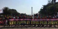 Aksi May Day: Buruh Berkumpul, Bentangkan Spanduk Tidak Pilih Jokowi