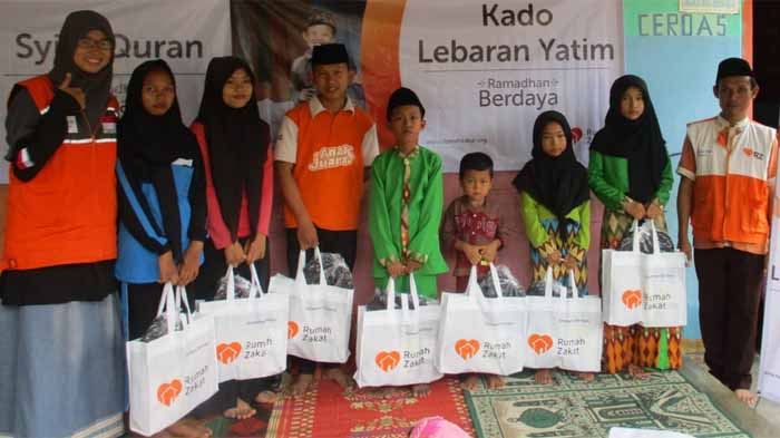 Rumah Zakat Bagikan Kado Lebaran Yatim di Lampung Selatan
