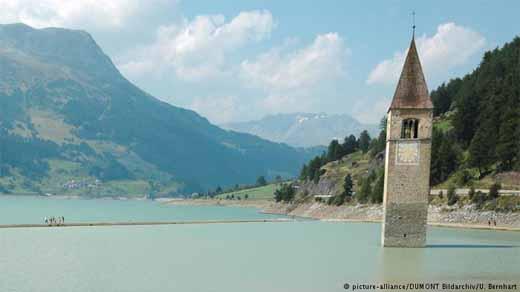 Menara gereja di Reschensee