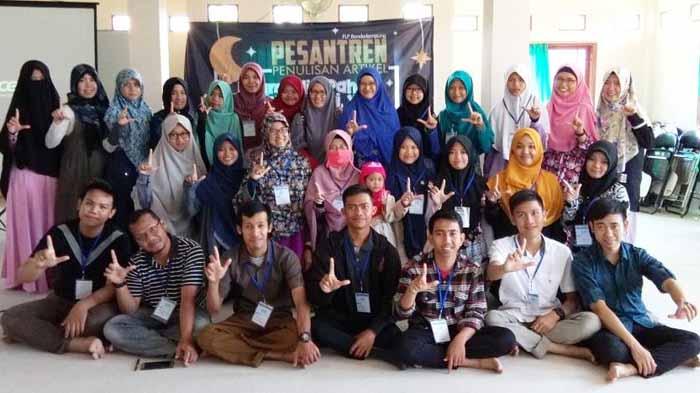 FLP Bandar Lampung Sukses Gelar Pesantren Penulisan
