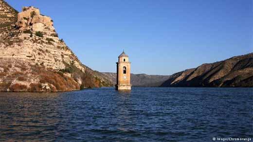 Waduk di desa Fayón di Ebro