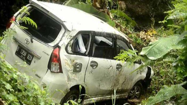 Mobil Pemudik Masuk Jurang di Lampung Selatan