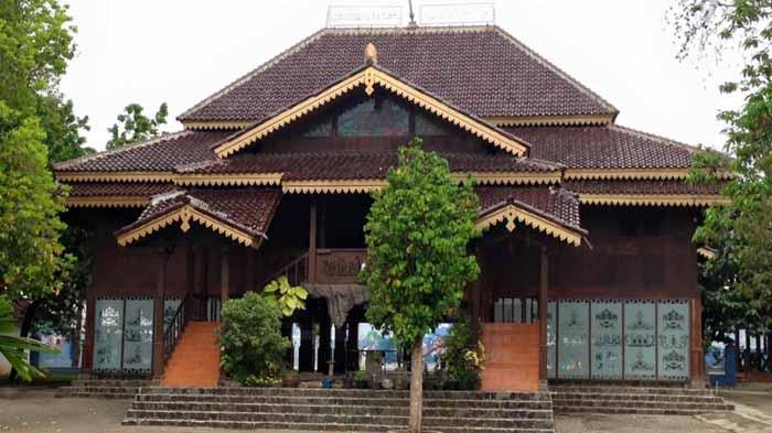Macam-Macam Keunikan Rumah Adat Lampung