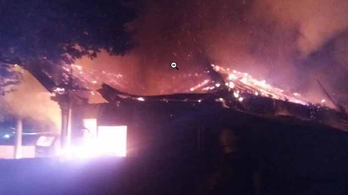 Kebakaran di Metro Pusat, Api Melahap Rumah dan Mobil Suyono