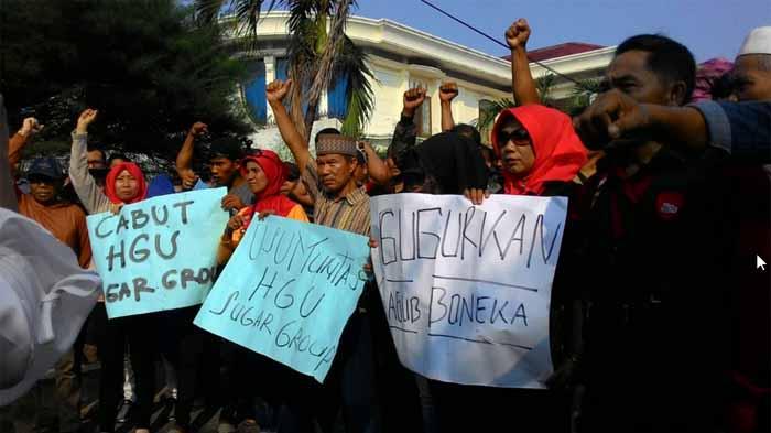 Massa Lampung Tengah Geruduk Bawaslu