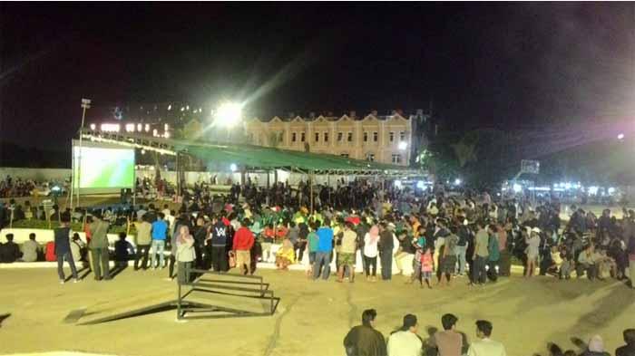 Malam Mingguan Sambil Nobar Piala Dunia, Warga Padati Lampung Elephant Park