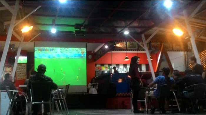 Inggris VS Belgia, Fans dari Bandar Lampung Harap-harap Cemas