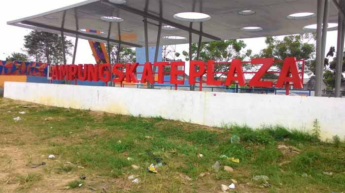 Sampah di Balik Ramainya Lampung Skate Plaza PKOR Way Halim