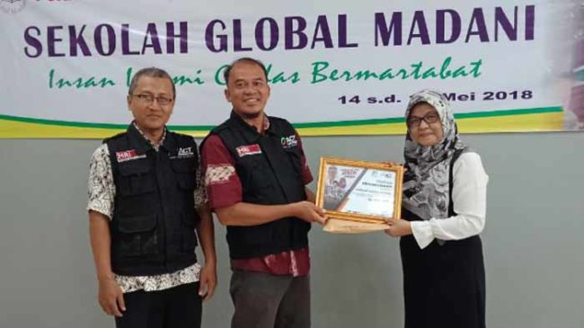 Sekolah Global Madani Salurkan Bantuan 40 juta untuk Palu Melalui ACT Lampung