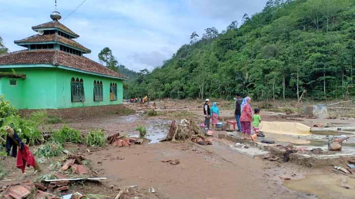 Kisah Pilu Para Korban Banjir Pekon Umbar Kelumbayan Tanggamus