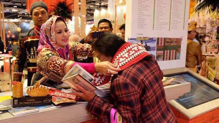 Ketua Dekranasda Lampung Promosikan Kain Tapis ke Eropa