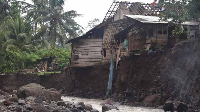 Rumah Warga di Pesawaran Lampung Dirusak Luapan Sungai