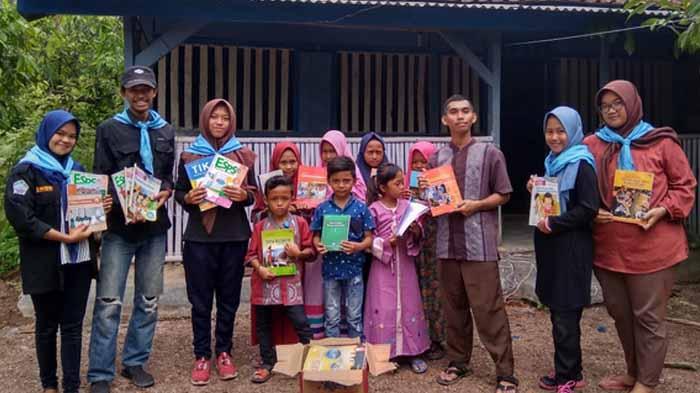 Dukung Minat Belajar Anak, Maharipal Tambah Buku Perpustakaan Desa Binaan