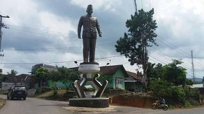 Tugu Soekarno untuk Mengenang Kedatangannya di Lampung Barat Diresmikan