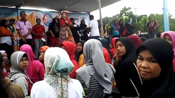 Rakhmat Husein Bagi-Bagi Amplop, Eva Dwiana: Ga Usah Direkam