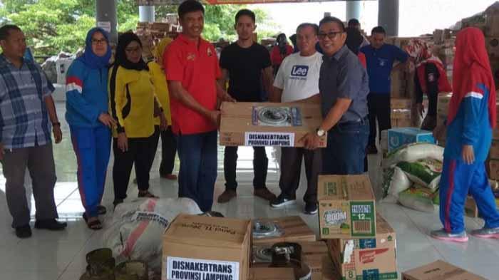 Disnakertrans Lampung Salurkan Bantuan untuk Korban Tsunami di Kalianda dan Pesawaran