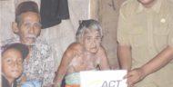 Relawan ACT Bersama Masyarakat Bantu Sepasang Lansia Terlantar di Lamsel