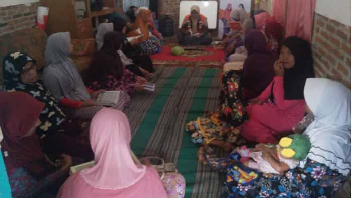 Ibu-Ibu Binaan Rumah Zakat di Rajabasa Ikuti Parenting Class