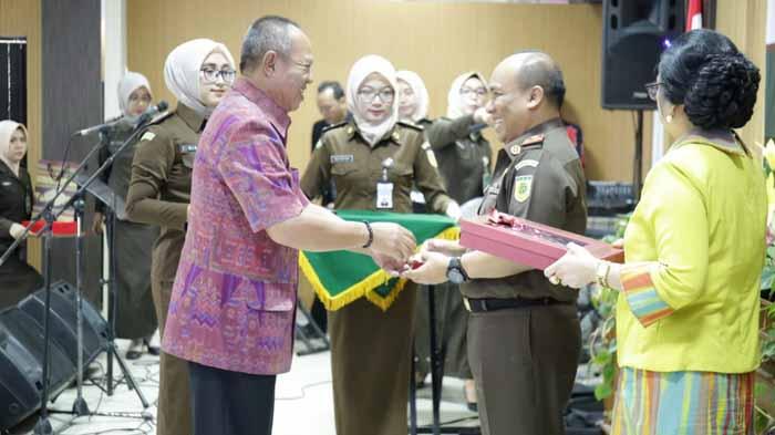 Wakil Gubernur Lepas Kajati Lampung Purnatugas