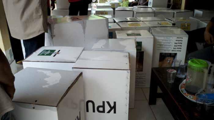Puluhan Kotak Suara di Bandar Lampung Basah, Ditemukan Segel Rusak