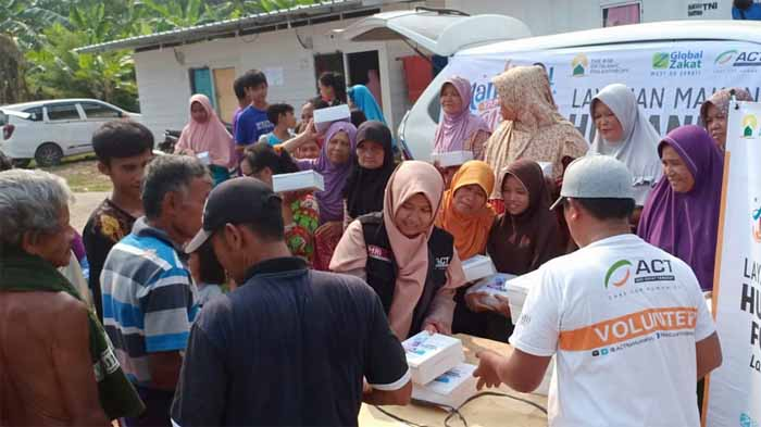 Penyintas Tsunami Lampung Selatan Terima Paket Buka Puasa