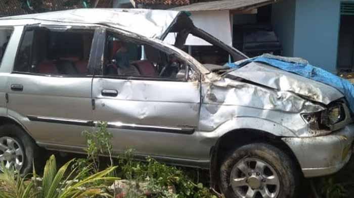Mobil Terguling di Tulang Bawang Barat, Satu Penumpang Meninggal