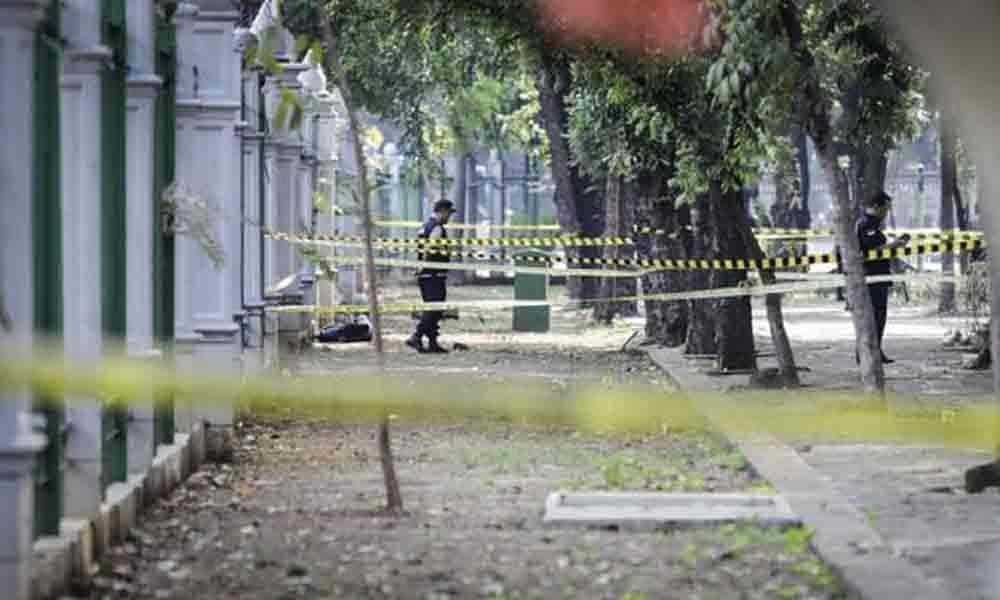 Garis Polisi Lokasi Ledakan di Monas